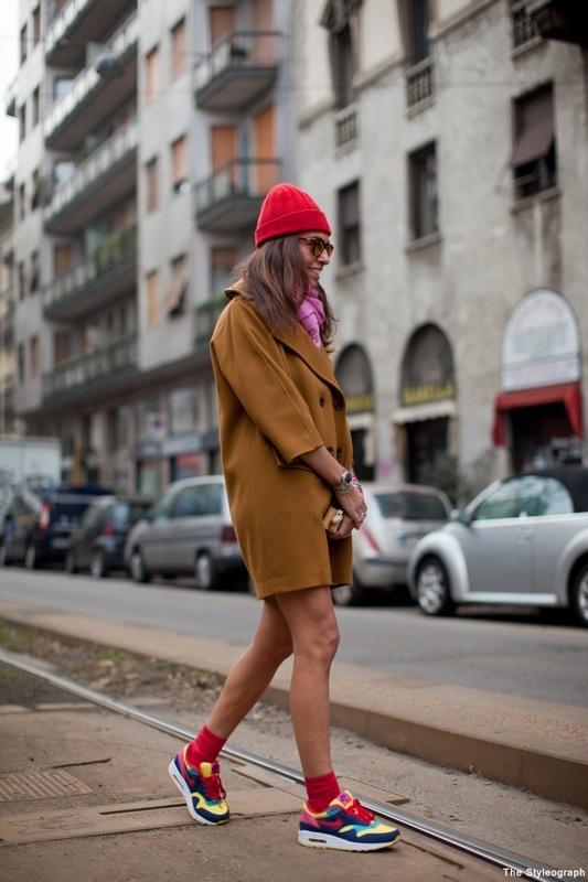 С чем носить кроссовки девушкам
